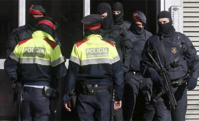 İspanya'da 20 bin DAEŞ üniforması ele geçirildi
