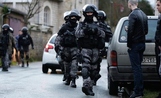Paris'te saldırı hazırlığındaki terörist yakalandı