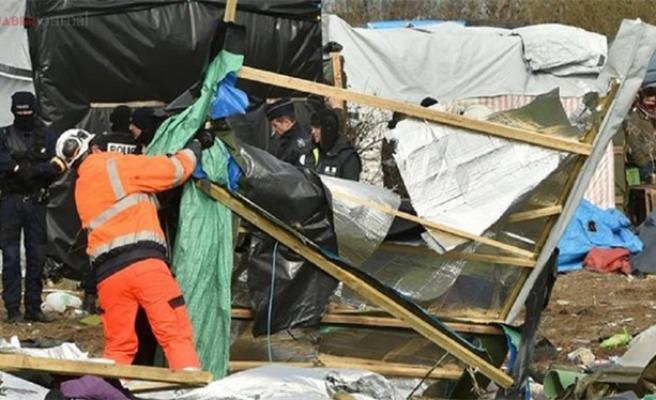 Sığınmacı kampının tahliyesi sürüyor