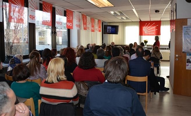 Viyana'da 'Kadın Olmak' Paneli