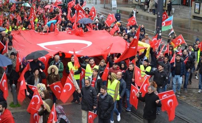Almanya'da teröre karşı birlik yürüyüşü