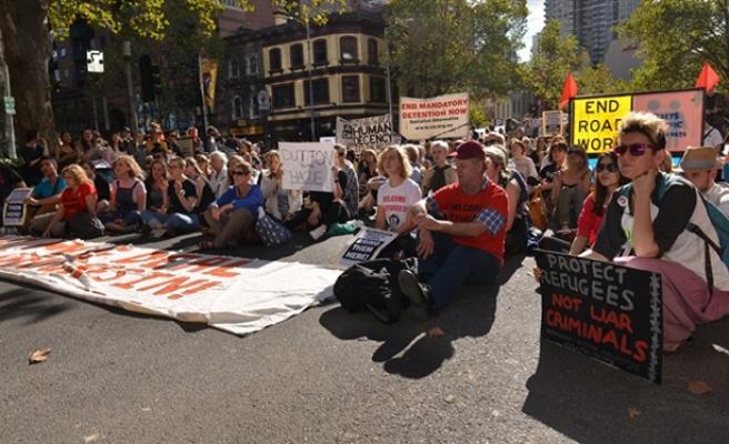 Avustralya'da hükümetin mülteci politikasına protesto