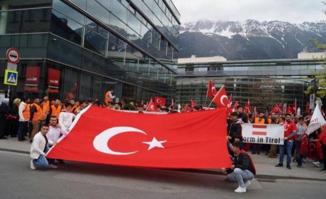 Avusturya'da 'Ermeni Anıtı'na protesto