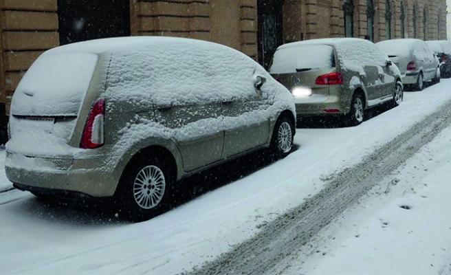 Avusturya'da kar yağışı, bazı bölgelerde hayatı felç etti