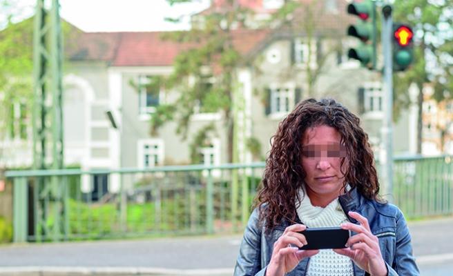 Avusturya'da 'yayalara cep telefonu yasağı' tartışması