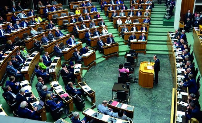 Avusturya parlamentosunun çıkardığı yasaya tepki