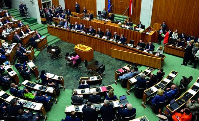 Avusturya'ya tepkiler büyüyor: 'İnsan hakları ihlalidir'