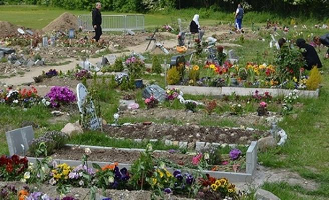 Müslüman mezarlığı sorununu kilise yönetimi çözecek