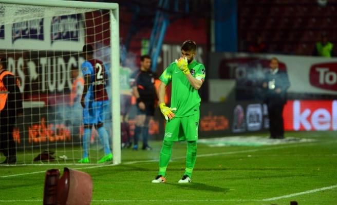 Trabzonspor-Fenerbahçe maçı 89. dakikada tatil edildi