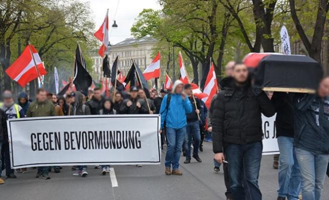 Viyana'da 'Tabutlu' Protesto