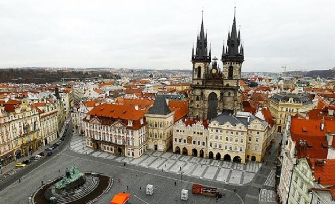 YPG Prag'da kılıfına uydurdu