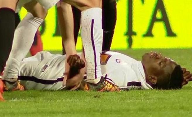 Kamerunlu futbolcu sahada kalp krizi geçirdi