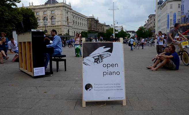 Viyana'da piyanolu eylem