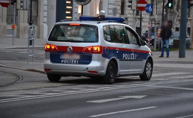Avusturya: Polisten kaçan kadın sürücü başka bir polis aracına çarptı