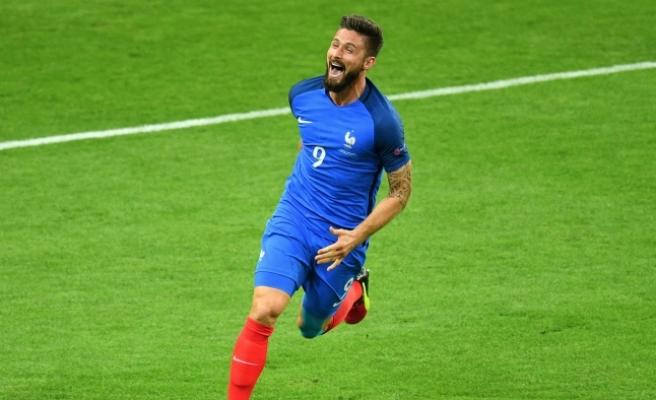 EURO 2016'nın ilk galibi ev sahibi