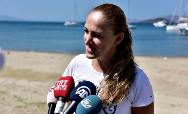 Türk-Yunan dostluğu için 2 saat 21 dakika kulaç attı