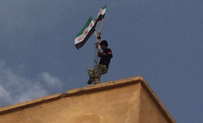 Türk askeri Suriye'de: 'Cerablus DAEŞ'ten alındı'