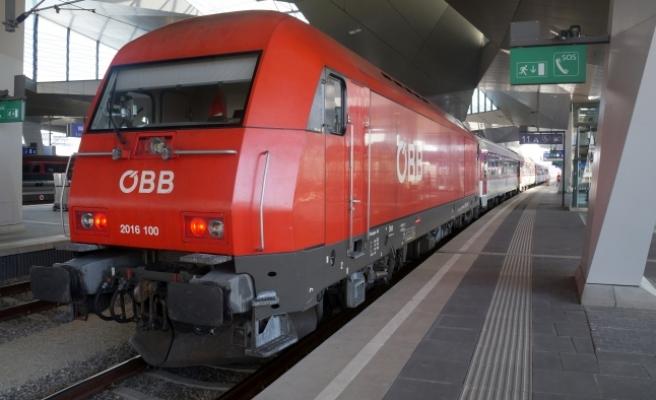 Çantasını trende unutunca, Viyana'da gözaltına alındı