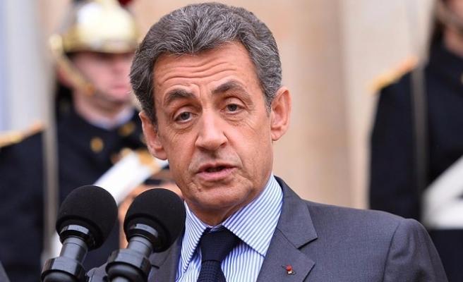 Sarkozy'den Hollande'a Putin tepkisi