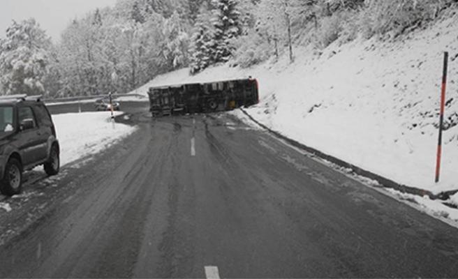 Avusturya'da kar, kazaları da beraberinde getirdi