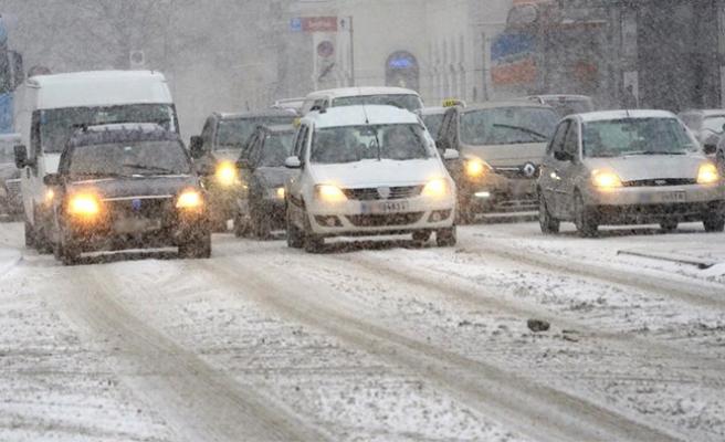 Avusturya'da yılın ilk karı, o eyalette trafiği felç etti