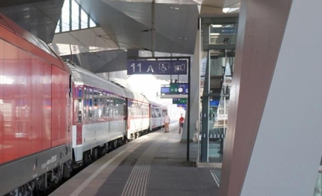 Avusturya: Cep telefonuyla konuştuğu sırada tren çarptı