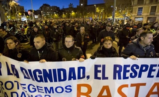 İspanya'da polisler gösteri yaptı