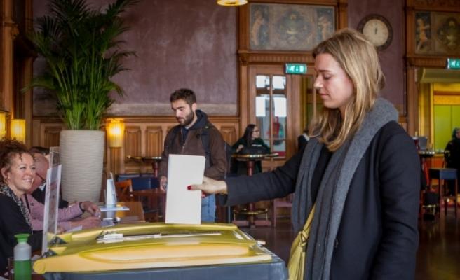 Hollanda'da seçim sonuçları: Türklerin Partisi 3 sandalye kazandı