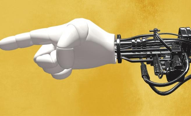 Avusturya'da robotlar 360 bin kişilik kadroyu yok ediyor