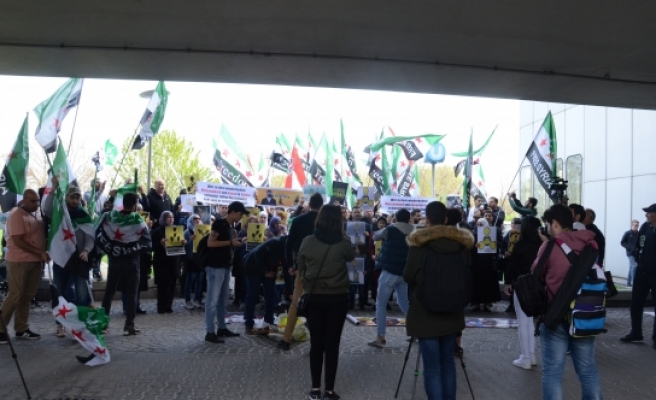 Viyana'da 'Esed' protestosu