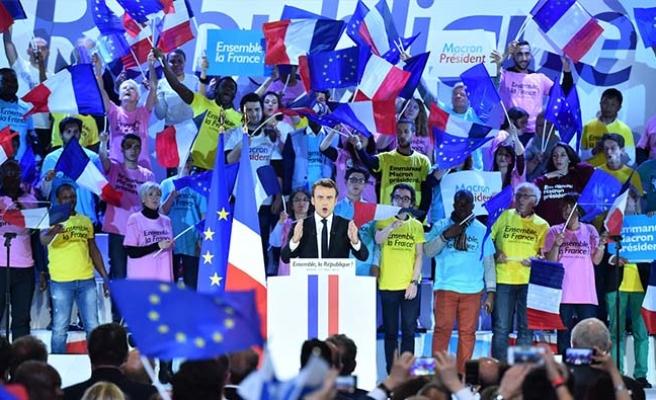 Avrupalı siyasetçiler Macron'u kutladı