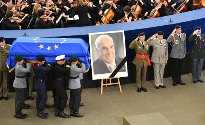 AP'de Kohl için Onur Töreni