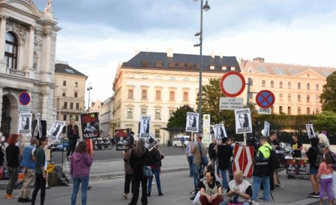 Avusturya Özgürlük Partisi Başkanı Strache protesto edildi