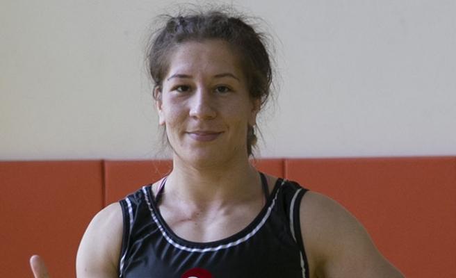 Türkiye'nin dünya şampiyonu olan ilk kadın güreşçisi
