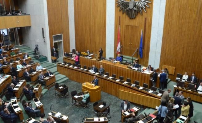 Avusturya parlamentosunun mobilyaları internette satışa sunuluyor