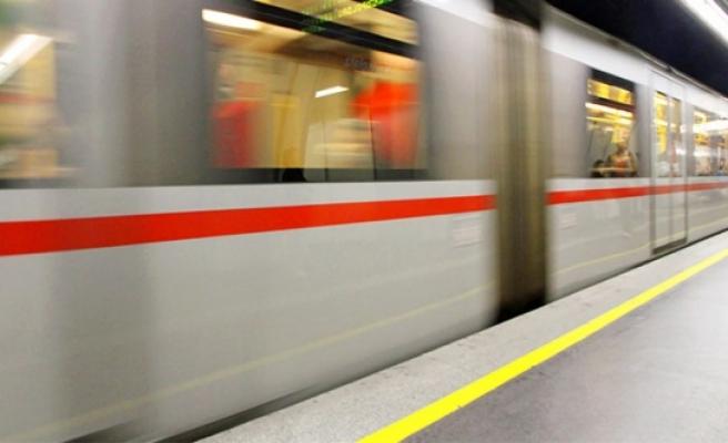 Viyana'da 'burkalı' kıza önce sözlü taciz sonra tutanak