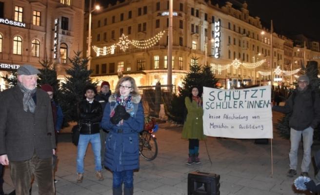 """Viyana'da """"sığınmacıları sınır dışı etmeyin"""" eylemi"""
