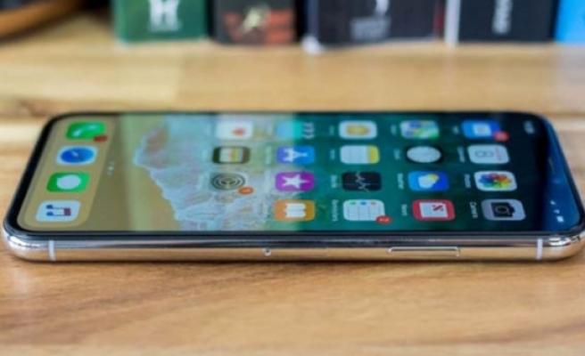 iPhone fiyatları düşüyor! Apple 3 bomba birden patlatacak!