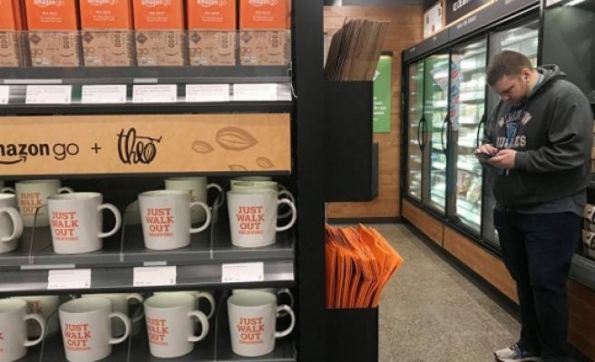 O dev marka kasa ve kasiyersiz ilk süpermarketini açtı!