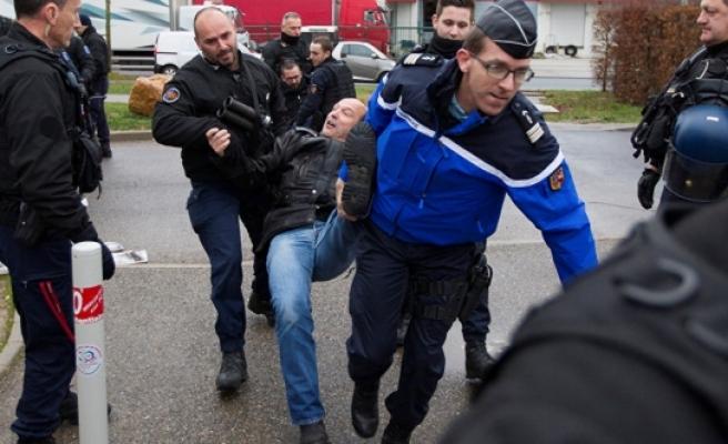 O ülkede gardiyanlar ülke genelinde greve başladı!