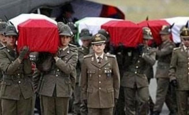 İtalya askeri üssüne saldırı: 7 asker öldü!