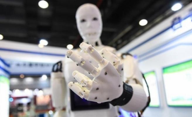 Japonya'da yaşlıların yüzde 80'ine robotlar bakacak!