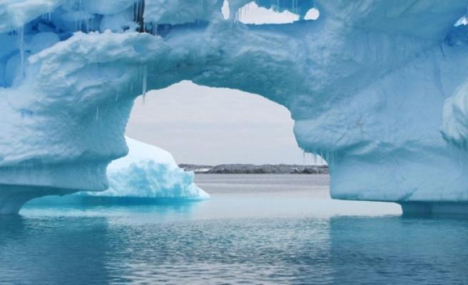 Suyun yeni bir hali keşfedildi: Aynı anda hem katı hem de sıvı halde bulunuyor!