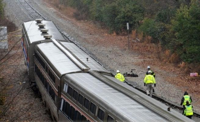 Yolcu ve yük treni çarpıştı, 100'den fazla yaralı var!