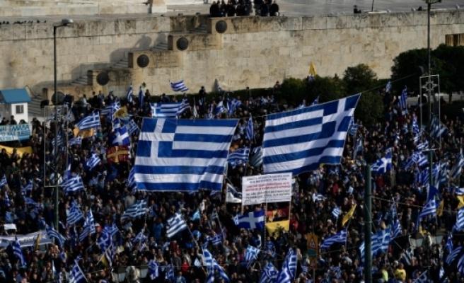 Yunanistan'da yüz binler sokağa döküldü