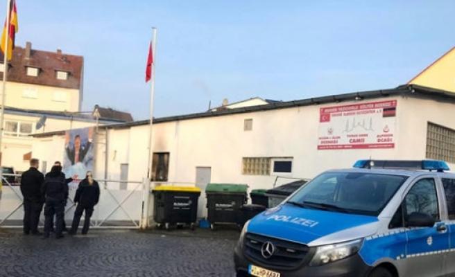 Almanya'da üç camiye daha saldırdılar