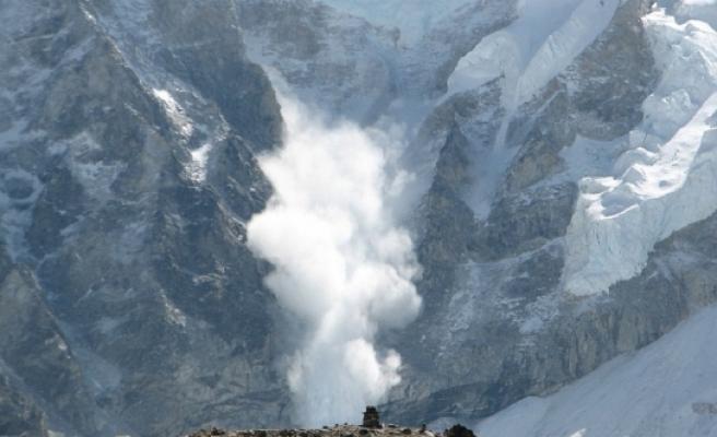 Alp dağlarında çığ düştü!