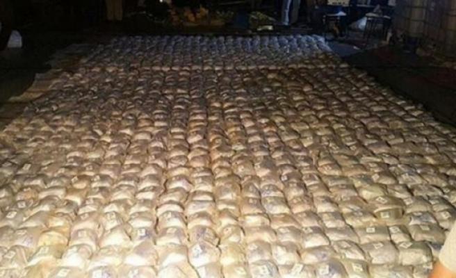 Uyuşturucu tacirlerine dev vurgun! 1,3 ton kokain ele geçirildi!