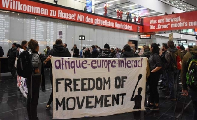 Viyana'da Afgan sığınmacıların sınırdışı edilmesine protesto