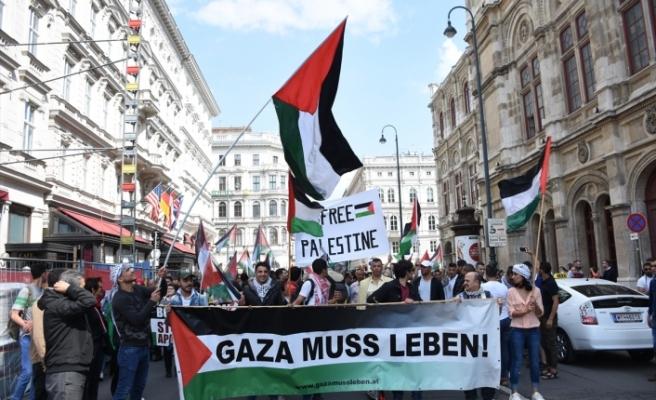 """Viyana'da İsrail'in """"Gazze"""" katliamına tepki protestosu"""